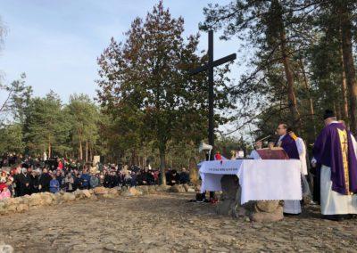 Uroczystość Wszystkich Świętych – Msza św. na Cmentarzu (zdj. x. M. Wedziuk) 2019